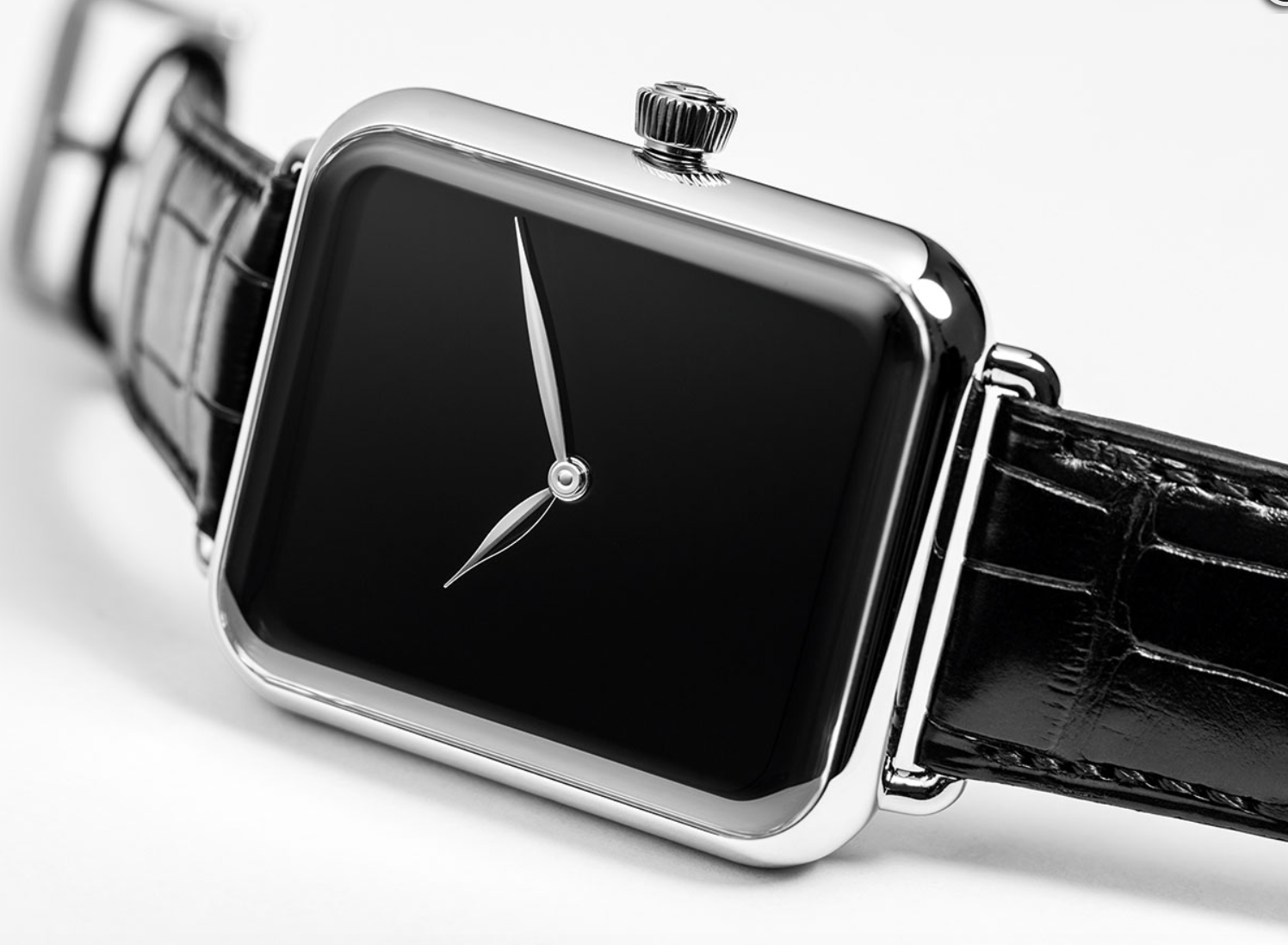 Swiss Alp Watch Zzzz Resembles Apple Watch at First Glance