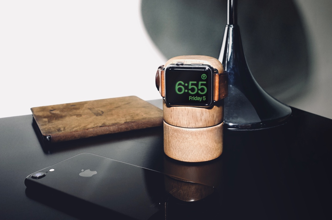 Totm+Travl Apple Watch Stand Is Unique and Feature-Packed